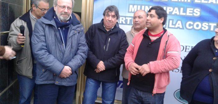 de izq.a der: Daniel Alarcon, Pte AMTMF; Rubén García, Sec Gral FESIMUBO; Damian Heredia, Sec.Gral SEM pdo de la Costa