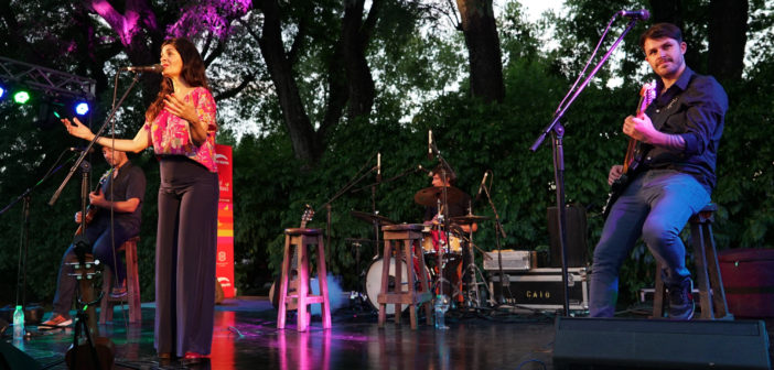 Estamos en un lugar alucinante y tuvimos mucha conexión con el público., afirmó la cantante