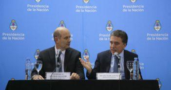 l-ministro-de-hacienda-nicolas-dujovne-junto-al-presidente-del-banco-central-federico-sturzenegger-en-una-conferencia-de-prensa-para-anunciar-el-acuerdo-con-el-fmi-328547