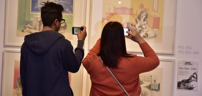 Los vecinos recorriendo el Museo Casa Carnacini y disfrutaron de la muestra gratuita