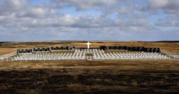 Port Stanley, 02/04/12.   2 de Abril en ¬El cementerio de Darwin ¬ en soledad sin visitas ni ex-combatientes.Rodrigo Nespolo/La Nacion