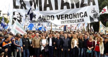Fernando Espinoza y Verónica Magario participaron de la marcha de los trabjadores junto a intendentes y dirigentes del peronismo