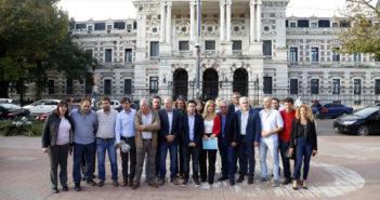 Los intendentes peronistas entergaron un documento de reclamo a María Eugenia Vidal