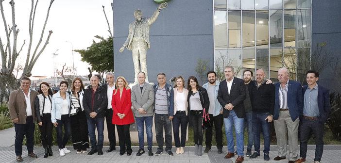 En Avellaneda, Verónica Magario recorrió la feria empresaria junto a Jorge Ferrarsi y otros intendentes y candidatos del Frente de Todos 1