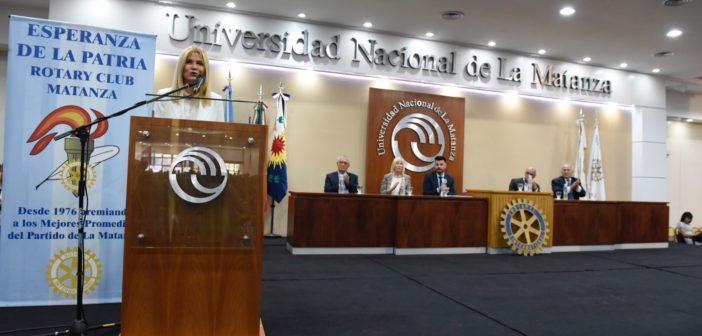 Delante de la comunidad efducativa Magario se comprometió a luchar desde la provincia para la pertura de la Universidad de González Catán en 2020