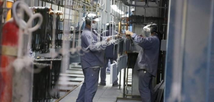 Escorial reabrió su planta con el 50% de los trabajadores, luego de reacondicionar la fábrica para cumplir con las condiciones.