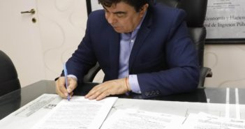 Espinoza otorgó un bono de 12 mil pesos para trabajadores abocados a la pandemia 1