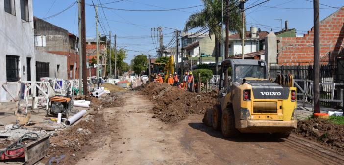 El intendente de San Martín junto a la presidenta de AySA visitaron los trabajos que se realizan en el marco del plan Cloaca + Trabajo.