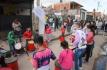 Durante la inauguración también se terminó de pintar un mural, hubo percusión, un rincón de lectura y otras actividades